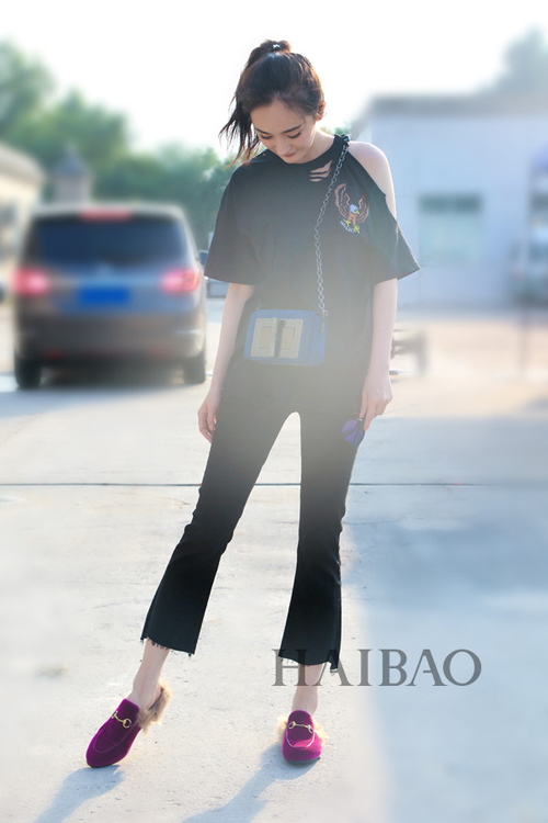 杨幂今年夏秋季街拍同款衣服包包揭秘图片