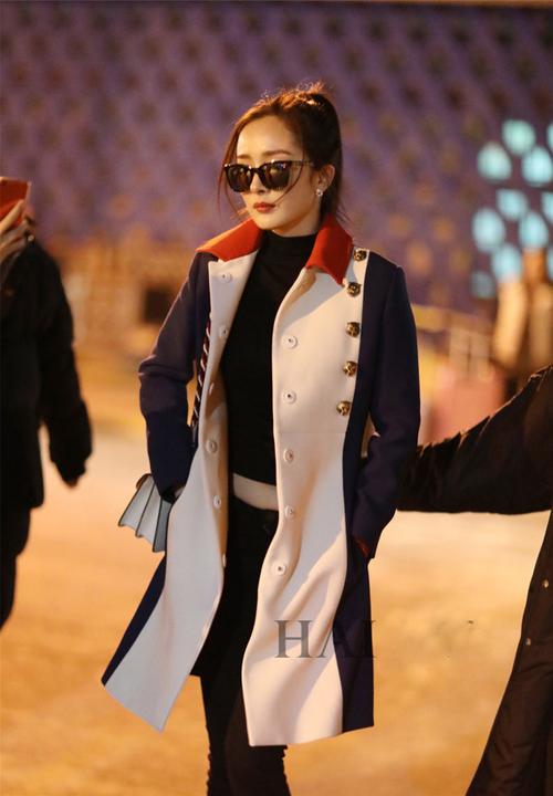 杨幂2017最新机场街拍 穿GUCCI时髦有气质图片