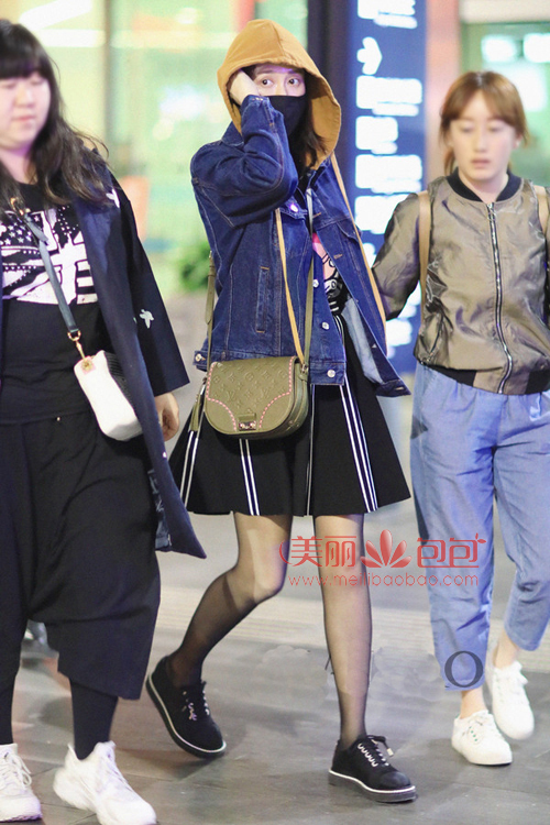乔恩 张天爱 唐嫣春季街拍合辑 背2017新款LV包时髦撩人图片