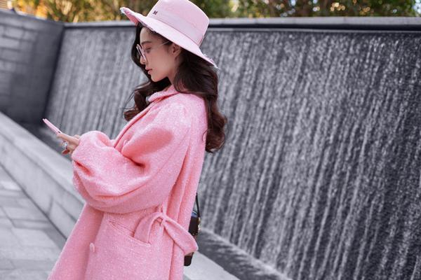 范冰冰2018巴黎时装周惊艳造型 仙气粉装与lv包