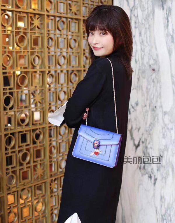 提前亮相的2019七夕情人节特别款 这样的宝格丽蛇头包你能不心动吗?