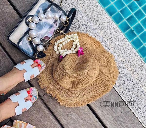 2019夏季最吸睛时髦装备 香奈儿透明珍珠流沙包