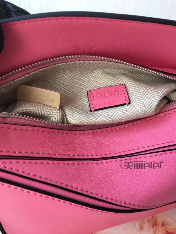 今年夏天最火的mini bag 会是loewe puzzle吗?