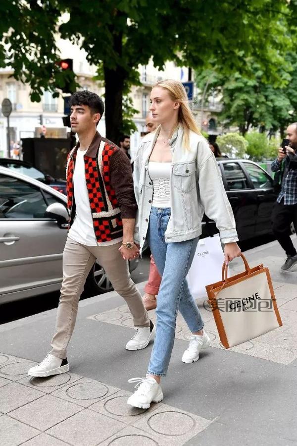 赛琳包系列,充满度假风的帆布包 选赛琳还是巴宝莉