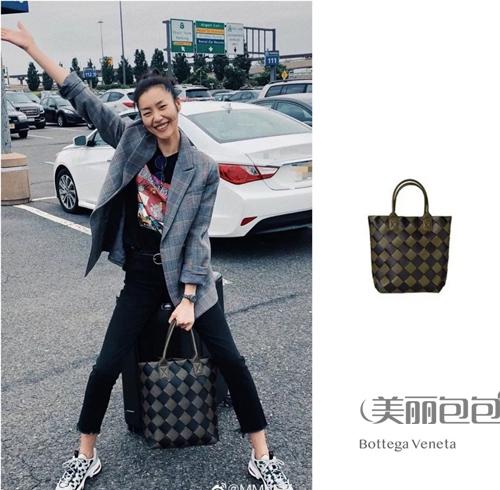 刘雯又来刷大牌包了 2019背的40款包全在这儿