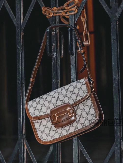 爱马仕的包值多少钱一个 爱马仕铂金包各种装饰效果 您喜欢哪个