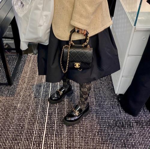 比19手袋还要迷人 一定是这只香奈儿手环包了