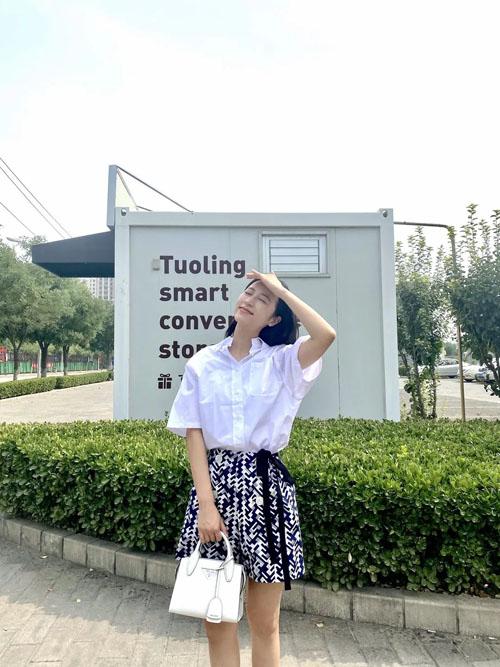 普拉达2020夏季出了好多新包 李沁 佟丽娅带你种草