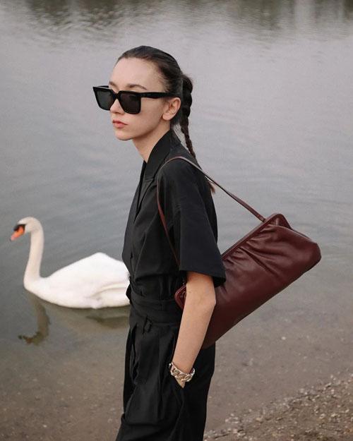 时尚博主选包法则 小个子女生怎么背包能显高?