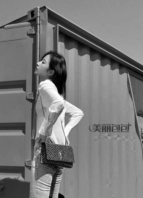 ysl新推出的波点系列女包 让你少女心荡漾!