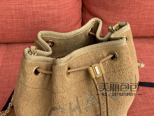香奈儿新款水桶包抽绳包 这8款秋冬季搭配时髦如你
