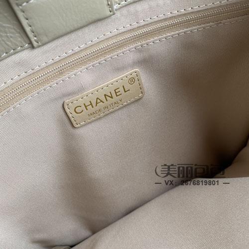 香奈儿也推出大双C标的竖款tote包 来看看怎么样?