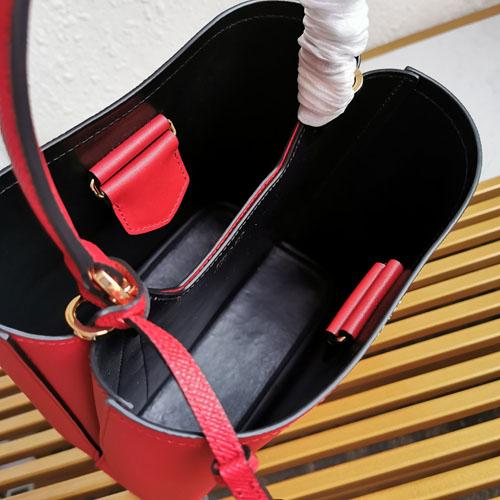 prada Double普拉达新款水桶包评测 颜色尺寸怎么选?