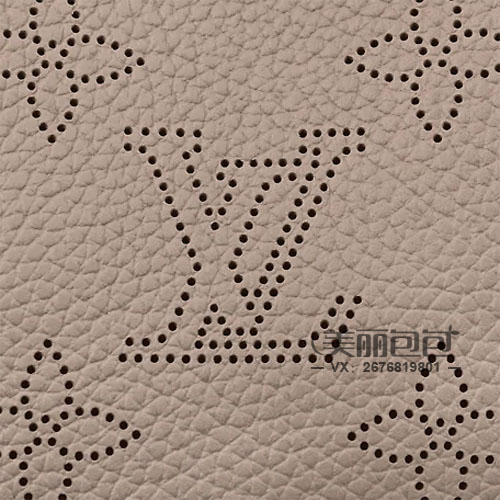 波西米亚风的lv搂空花纹系列 hina tote包和bella水桶包