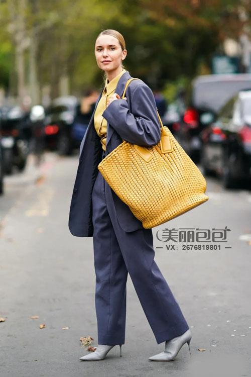 香奈儿 芬迪 思琳这些黄色包包们 为冬季搭配点亮时尚