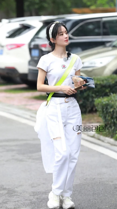 赵丽颖街拍晒包合辑 lv 古驰 迪奥最爱背哪些品牌?