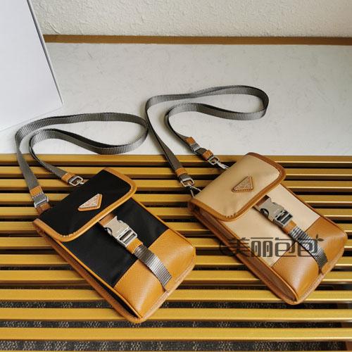 普拉达尼龙手机包的四种搭法