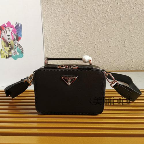 比起普拉达三合一男包 我却更喜欢brique盒子相机包