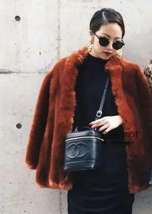 vintage时髦小箱子化妆包PK 选lv还是香奈儿?
