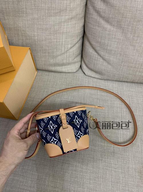 买了这么多大牌包 还是最最最爱水桶包!