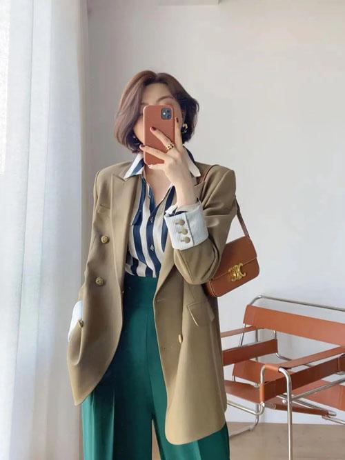 秋季怎么搭配衣服好看?背什么包包轻松时髦