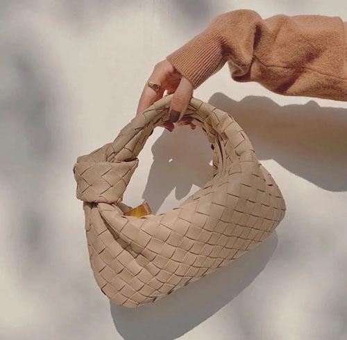 入秋大牌新包流行趋势 哪些类型的包包值得买?