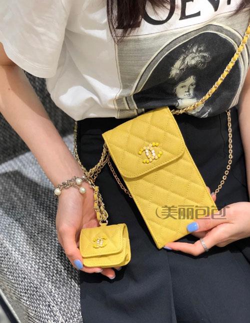 看了那么多大牌手机包 还是香奈儿最香!