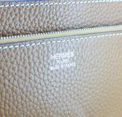 Hermes爱马仕 Jet Pochette OL男士精致手包 驼色荔枝纹银扣H-669Y