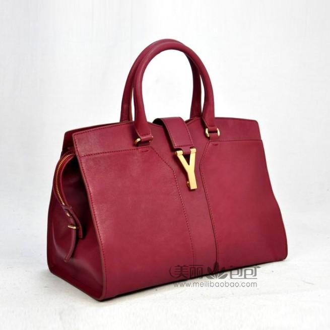 深玫红色包包怎么搭配
