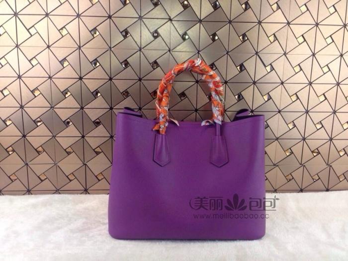 紫色包包搭配服饰图片