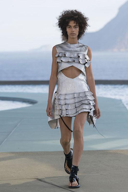 里约热内卢路易威登2017早春t台模特造型魅力四射,穿出好身材的女装与