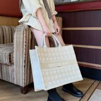 dior booktote系列颜色尺寸 迪奥藤格纹刺绣织布购物袋